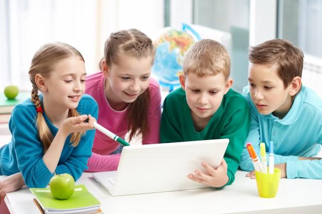 Educazione-Civica-Digitale-scuola-studenti