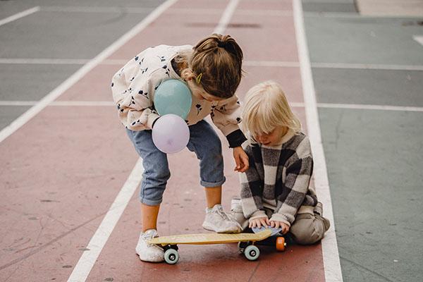 bambine-skateboard-sport
