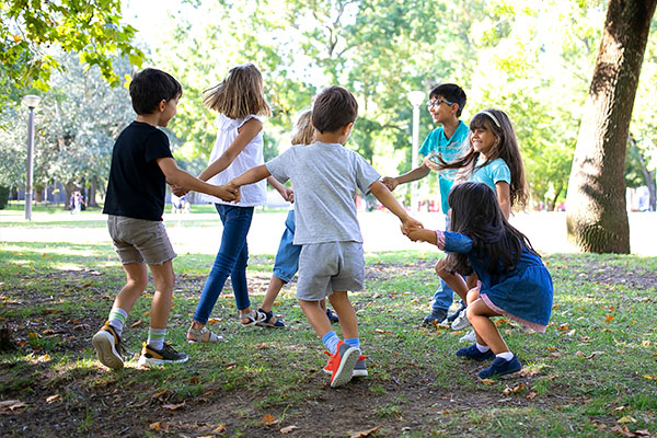 bambini-gioco-natura