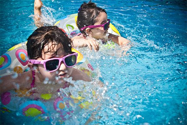 bambini-in-città-piscina